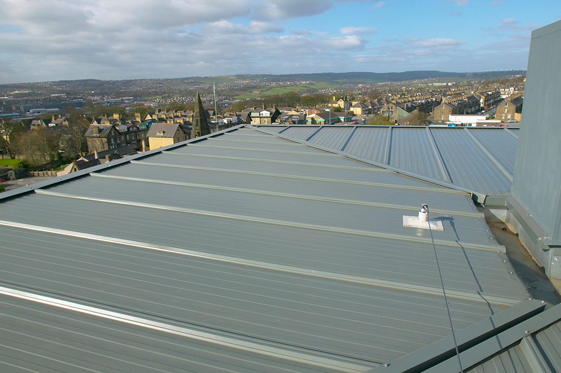 Kingspan Lo Pitch Roof System Ks1000 Lp Uk By Kingspan
